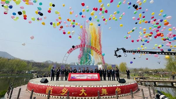 中国蒙阴岱崮地貌第十六届桃花节绚烂开幕